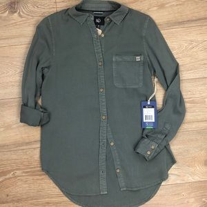 NWT Green-Grey button front top Tentree xs